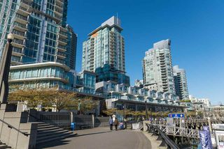 """Photo 3: 807 590 NICOLA Street in Vancouver: Coal Harbour Condo for sale in """"Cascina"""" (Vancouver West)  : MLS®# R2053139"""
