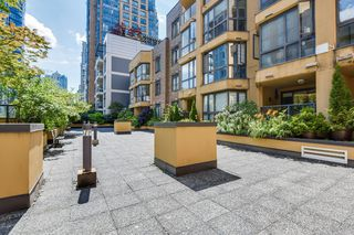"Photo 26: 906 488 HELMCKEN Street in Vancouver: Yaletown Condo for sale in ""Robinson Tower"" (Vancouver West)  : MLS®# R2086319"