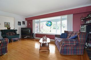 Photo 3: 20261 48 Avenue in Langley: Langley City House for sale : MLS®# R2101946
