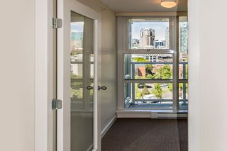 "Photo 5: 1006 193 AQUARIUS Mews in Vancouver: Yaletown Condo for sale in ""MARINASIDE RESORT"" (Vancouver West)  : MLS®# R2066799"