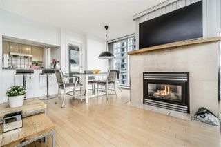 """Photo 6: 1802 1077 MARINASIDE Crescent in Vancouver: Yaletown Condo for sale in """"MARINASIDE RESORT"""" (Vancouver West)  : MLS®# R2238835"""