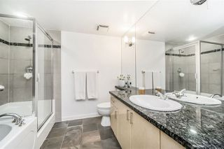 """Photo 11: 1802 1077 MARINASIDE Crescent in Vancouver: Yaletown Condo for sale in """"MARINASIDE RESORT"""" (Vancouver West)  : MLS®# R2238835"""