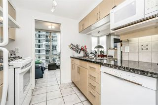"""Photo 9: 1802 1077 MARINASIDE Crescent in Vancouver: Yaletown Condo for sale in """"MARINASIDE RESORT"""" (Vancouver West)  : MLS®# R2238835"""