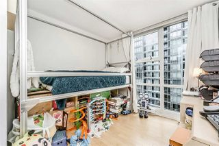 """Photo 14: 1802 1077 MARINASIDE Crescent in Vancouver: Yaletown Condo for sale in """"MARINASIDE RESORT"""" (Vancouver West)  : MLS®# R2238835"""