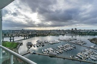 """Photo 3: 1802 1077 MARINASIDE Crescent in Vancouver: Yaletown Condo for sale in """"MARINASIDE RESORT"""" (Vancouver West)  : MLS®# R2238835"""