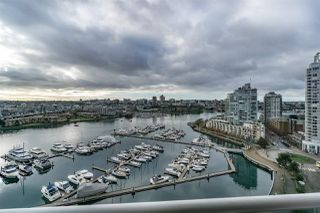 """Photo 4: 1802 1077 MARINASIDE Crescent in Vancouver: Yaletown Condo for sale in """"MARINASIDE RESORT"""" (Vancouver West)  : MLS®# R2238835"""