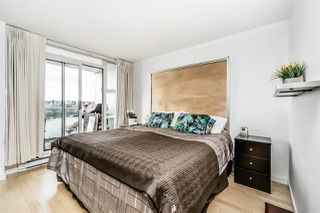 """Photo 10: 1802 1077 MARINASIDE Crescent in Vancouver: Yaletown Condo for sale in """"MARINASIDE RESORT"""" (Vancouver West)  : MLS®# R2238835"""