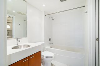 "Photo 18: 906 328 E 11TH Avenue in Vancouver: Mount Pleasant VE Condo for sale in ""UNO"" (Vancouver East)  : MLS®# R2329083"