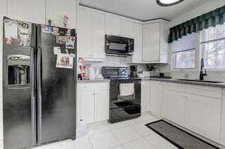 Photo 3: 6616 LAW Drive SW in Calgary: Lakeview Detached for sale : MLS®# C4223804
