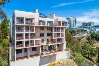 Photo 2: MISSION HILLS Condo for sale : 2 bedrooms : 235 Quince St #403 in San Diego