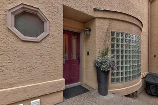 Photo 2: 10351 VILLA Avenue in Edmonton: Zone 07 Townhouse for sale : MLS®# E4164386