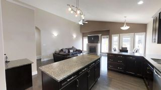Photo 4: 805 WILDWOOD Crescent in Edmonton: Zone 30 House for sale : MLS®# E4179559