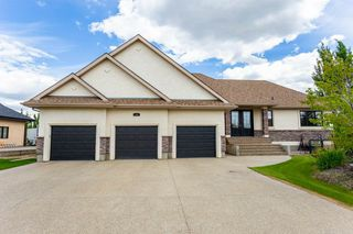 Photo 2: 240 ESTATE WAY Crescent: Rural Sturgeon County House for sale : MLS®# E4205653