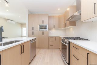 Photo 6: 2446 Azurite Cres in Langford: La Bear Mountain Single Family Detached for sale : MLS®# 836307