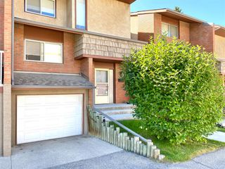 Photo 1: 505 1305 GLENMORE Trail SW in Calgary: Kelvin Grove Row/Townhouse for sale : MLS®# A1017648