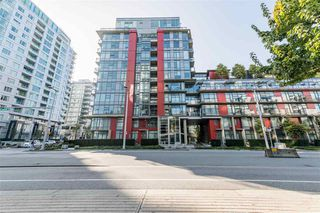 "Photo 2: 807 38 W 1ST Avenue in Vancouver: False Creek Condo for sale in ""THE ONE"" (Vancouver West)  : MLS®# R2525858"
