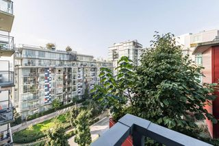 "Photo 19: 807 38 W 1ST Avenue in Vancouver: False Creek Condo for sale in ""THE ONE"" (Vancouver West)  : MLS®# R2525858"