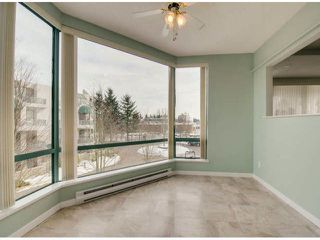 """Photo 9: 302 1725 MARTIN Drive in Surrey: Sunnyside Park Surrey Condo for sale in """"Southwynd"""" (South Surrey White Rock)  : MLS®# F1404627"""