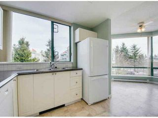 """Photo 7: 302 1725 MARTIN Drive in Surrey: Sunnyside Park Surrey Condo for sale in """"Southwynd"""" (South Surrey White Rock)  : MLS®# F1404627"""