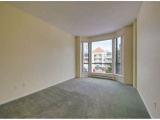 """Photo 13: 302 1725 MARTIN Drive in Surrey: Sunnyside Park Surrey Condo for sale in """"Southwynd"""" (South Surrey White Rock)  : MLS®# F1404627"""