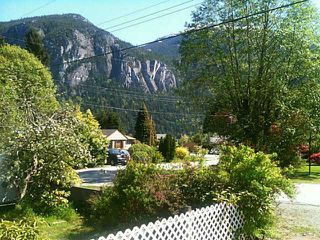 "Photo 2: 1779 VISTA Crescent in Squamish: Hospital Hill House for sale in ""HOSPITAL  HILL"" : MLS®# V1103381"
