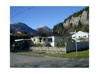 "Photo 1: 1779 VISTA Crescent in Squamish: Hospital Hill House for sale in ""HOSPITAL  HILL"" : MLS®# V1103381"