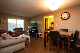 "Photo 4: 107 33960 OLD YALE Road in Abbotsford: Central Abbotsford Condo for sale in ""Old Yale Heights"" : MLS®# R2130106"