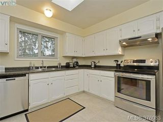 Photo 6: 4561 Montford Crescent in VICTORIA: SE Gordon Head Single Family Detached for sale (Saanich East)  : MLS®# 376083