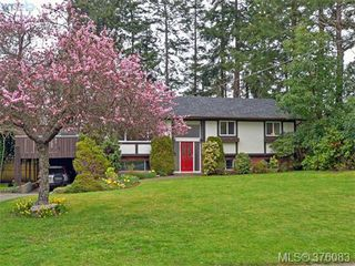 Photo 1: 4561 Montford Crescent in VICTORIA: SE Gordon Head Single Family Detached for sale (Saanich East)  : MLS®# 376083