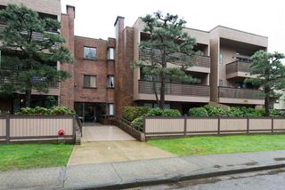 "Photo 1: 101 1750 W 10TH Avenue in Vancouver: Fairview VW Condo for sale in ""REGENCY HOUSE"" (Vancouver West)  : MLS®# R2158640"