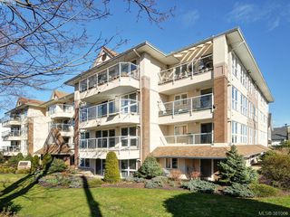 Photo 1: 203 1501 Richmond Avenue in VICTORIA: Vi Jubilee Condo Apartment for sale (Victoria)  : MLS®# 381068
