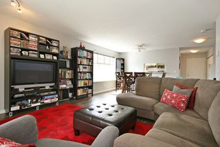 "Photo 8: 211 8976 208 Street in Langley: Walnut Grove Condo for sale in ""The Oakridge"" : MLS®# R2198683"