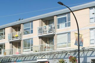 Photo 2: 205 15777 MARINE DRIVE: White Rock Condo for sale (South Surrey White Rock)  : MLS®# R2214388
