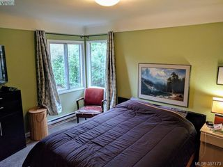 Photo 10: 2528 Forbes Street in VICTORIA: Vi Oaklands Single Family Detached for sale (Victoria)  : MLS®# 387173