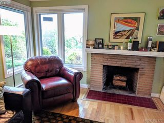 Photo 2: 2528 Forbes Street in VICTORIA: Vi Oaklands Single Family Detached for sale (Victoria)  : MLS®# 387173