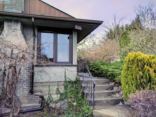 Photo 3: 2528 Forbes Street in VICTORIA: Vi Oaklands Single Family Detached for sale (Victoria)  : MLS®# 387173
