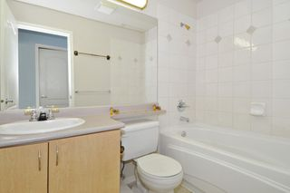 "Photo 15: 104 15220 GUILDFORD Drive in Surrey: Guildford Condo for sale in ""BOULEVARD CLUB"" (North Surrey)  : MLS®# R2271366"