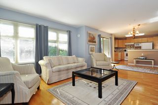 "Photo 2: 104 15220 GUILDFORD Drive in Surrey: Guildford Condo for sale in ""BOULEVARD CLUB"" (North Surrey)  : MLS®# R2271366"