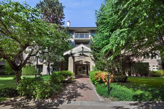 "Photo 1: 104 15220 GUILDFORD Drive in Surrey: Guildford Condo for sale in ""BOULEVARD CLUB"" (North Surrey)  : MLS®# R2271366"