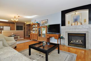 "Photo 4: 104 15220 GUILDFORD Drive in Surrey: Guildford Condo for sale in ""BOULEVARD CLUB"" (North Surrey)  : MLS®# R2271366"