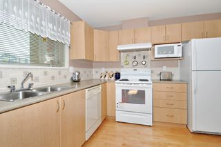 "Photo 8: 104 15220 GUILDFORD Drive in Surrey: Guildford Condo for sale in ""BOULEVARD CLUB"" (North Surrey)  : MLS®# R2271366"