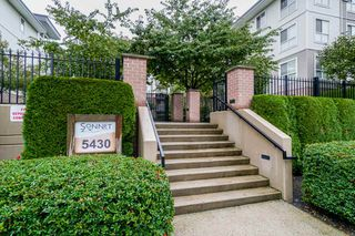 """Photo 3: 401 5430 201 Street in Langley: Langley City Condo for sale in """"Sonnet"""" : MLS®# R2325455"""