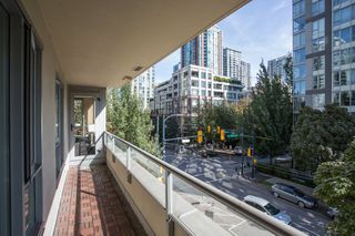 "Photo 14: 304 1001 RICHARDS Street in Vancouver: Downtown VW Condo for sale in ""MIRO"" (Vancouver West)  : MLS®# R2326363"
