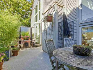 Photo 3: 1735 LARCH Street in Vancouver: Kitsilano Townhouse for sale (Vancouver West)  : MLS®# R2330444