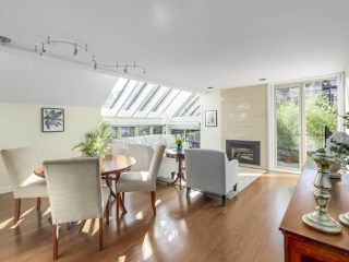 Photo 1: 1735 LARCH Street in Vancouver: Kitsilano Townhouse for sale (Vancouver West)  : MLS®# R2330444