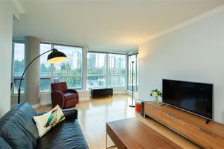 """Photo 4: 518 6028 WILLINGDON Avenue in Burnaby: Metrotown Condo for sale in """"CRYSTAL RESIDENCES"""" (Burnaby South)  : MLS®# R2333286"""