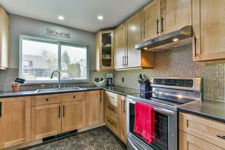 Photo 4: 5310 198A Street in Langley: Langley City House 1/2 Duplex for sale : MLS®# R2360468
