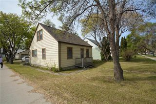 Photo 2: 734 Ebby Avenue in Winnipeg: Crescentwood Residential for sale (1Bw)  : MLS®# 1917251