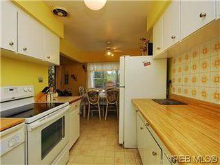 Photo 9: 386 W Burnside Rd in VICTORIA: SW Tillicum Row/Townhouse for sale (Saanich West)  : MLS®# 571261