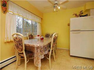 Photo 6: 386 W Burnside Rd in VICTORIA: SW Tillicum Row/Townhouse for sale (Saanich West)  : MLS®# 571261